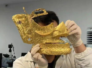 Read more about the article Chinese Archeologists Find Sacrificial Gold Mask