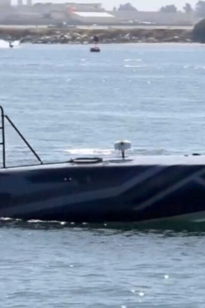 The Devil Ray Unmanned Speed Boat Put Through Its Paces