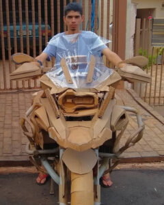 Read more about the article Teen Amateur Sculptor Makes Amazing Motorbike Replicas From Cardboard