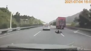 Read more about the article Shocking Moment Man Appears To Jump From Taxi Speeding Down Busy Expressway